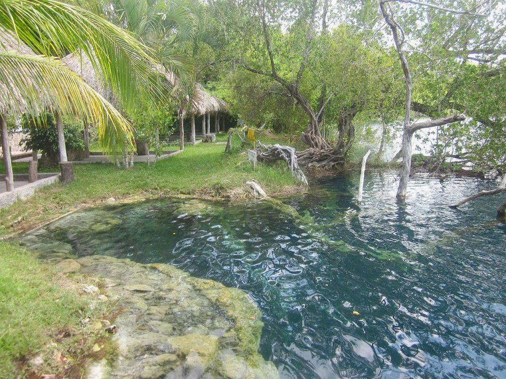 Cenote Azul, Bacaral